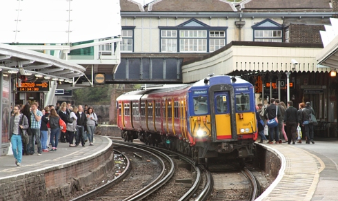 5869 at Clapham Junction